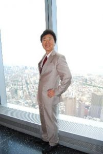 Dr. David H. Lee serves as Chairman & CEO